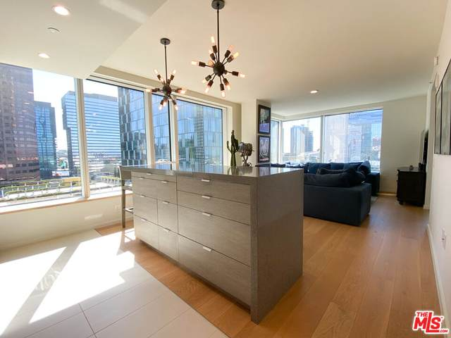 889 Francisco St #803, Los Angeles, CA 90017 (#21-793122) :: The Bobnes Group Real Estate