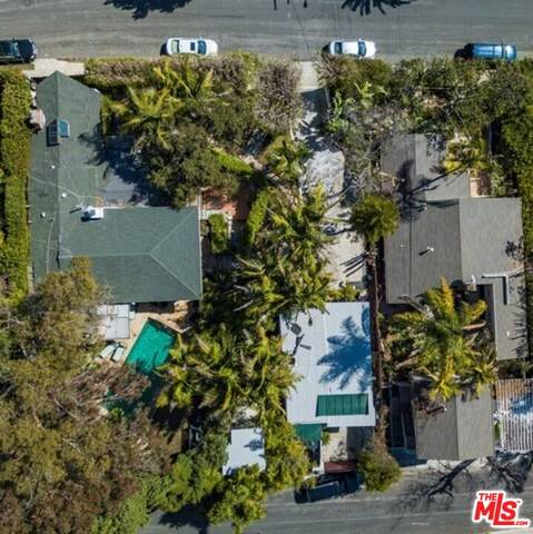 1215 Hilldale, Los Angeles, CA 90069 (#21-793146) :: The Bobnes Group Real Estate