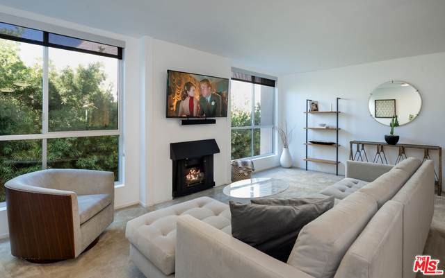 927 N Kings Rd #317, West Hollywood, CA 90069 (MLS #21-793920) :: The Jelmberg Team
