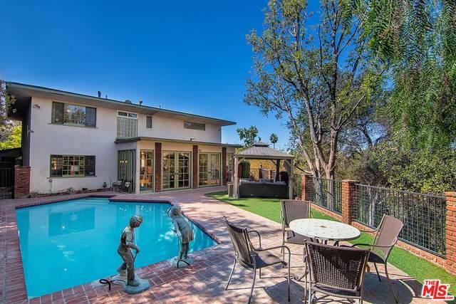 15781 Castlewoods Dr, Sherman Oaks, CA 91403 (#21-794548) :: Berkshire Hathaway HomeServices California Properties