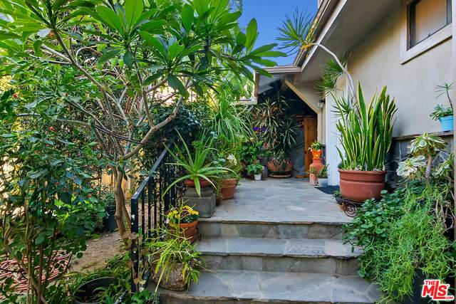 11300 Kingsland St, Los Angeles, CA 90066 (#21-794996) :: The Pratt Group