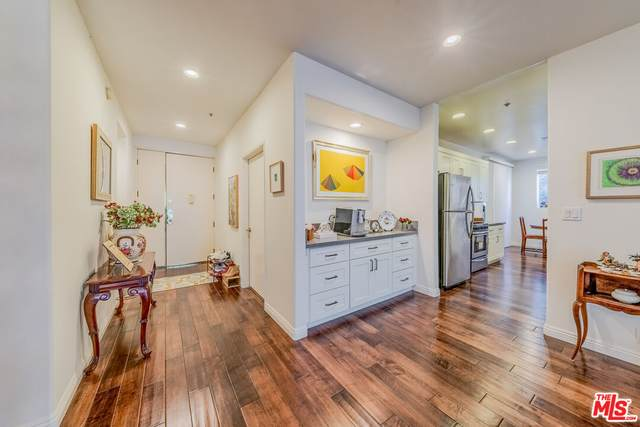 333 Westminster Ave #204, Los Angeles, CA 90020 (MLS #21-795204) :: The John Jay Group - Bennion Deville Homes