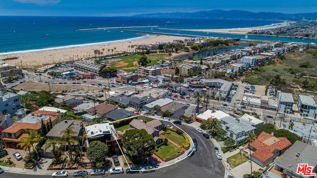240 Montreal St, Playa Del Rey, CA 90293 (#21-795258) :: The Bobnes Group Real Estate