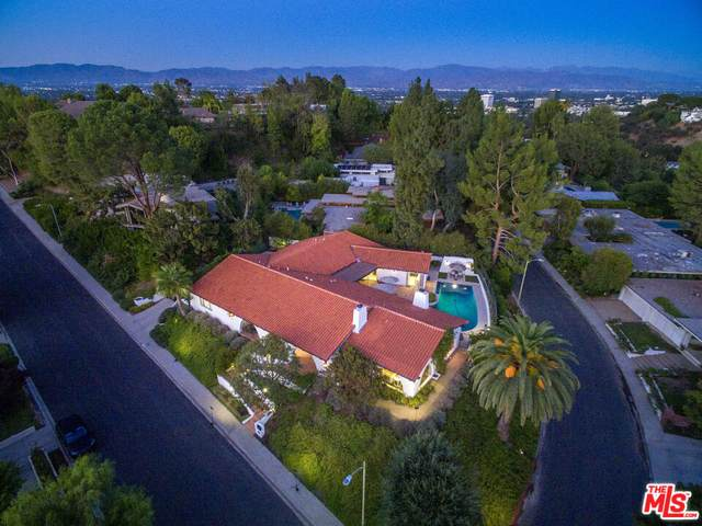 4252 Clear Valley Dr, Encino, CA 91436 (#21-795626) :: The Pratt Group