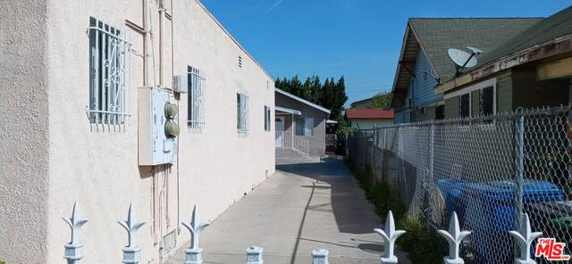 1653 W 37Th St, Los Angeles, CA 90018 (MLS #21-795980) :: The John Jay Group - Bennion Deville Homes
