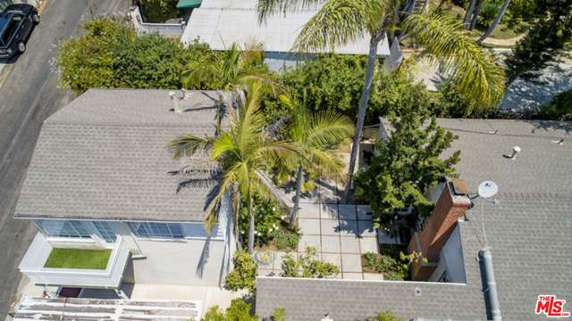 1211 Hilldale Ave, Los Angeles, CA 90069 (#21-796192) :: The Parsons Team