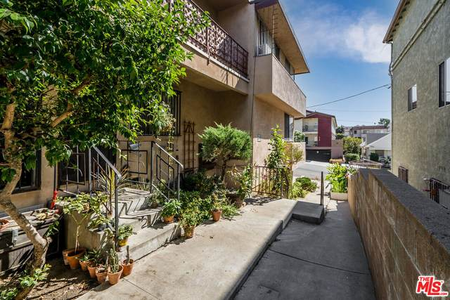 945 N Beaudry Ave, Los Angeles, CA 90012 (#21-796630) :: The Bobnes Group Real Estate