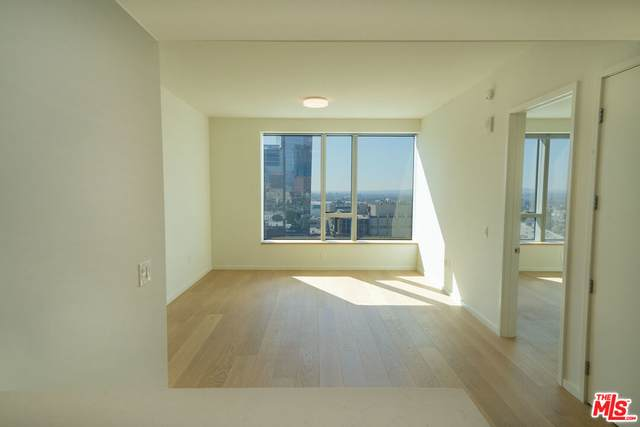 889 Francisco St #3101, Los Angeles, CA 90017 (MLS #21-796850) :: Zwemmer Realty Group