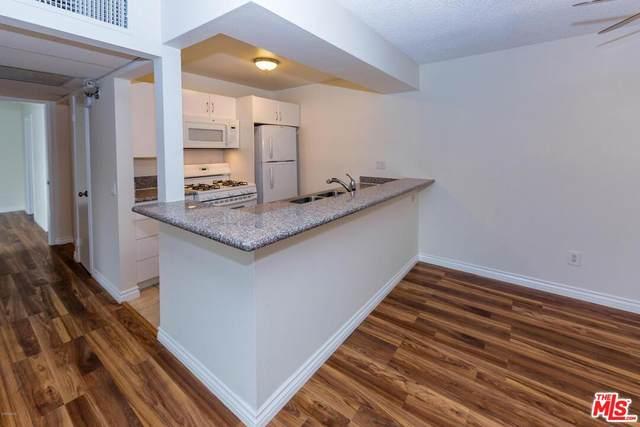 18350 Hatteras St #207, Tarzana, CA 91356 (#21-798572) :: Mark Moskowitz Team | Keller Williams Westlake Village