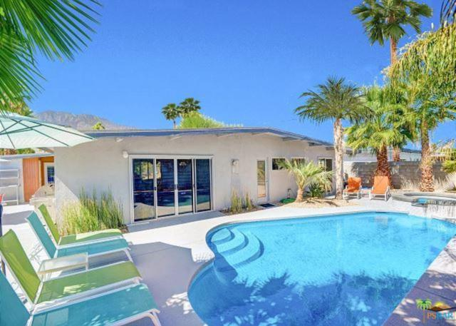 958 S Calle Santa Cruz, Palm Springs, CA 92264 (#19419962PS) :: Fred Howard Real Estate Team