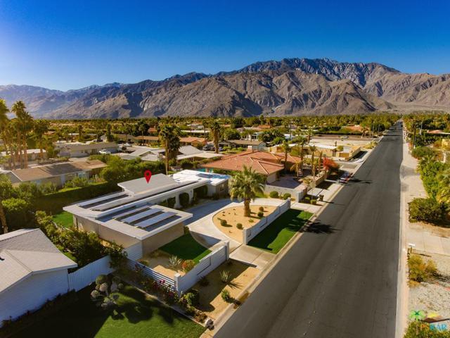 2733 E Via Escuela, Palm Springs, CA 92262 (#19421586PS) :: Fred Howard Real Estate Team