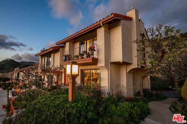 1731 Camino De Villas, Burbank, CA 91501 (#19433386) :: Paris and Connor MacIvor