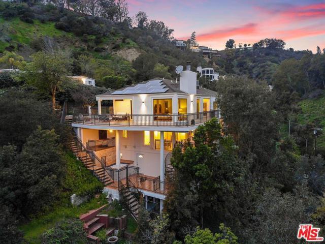10208 Cielo Drive, Beverly Hills, CA 90210 (#19435126) :: Matthew Chavez