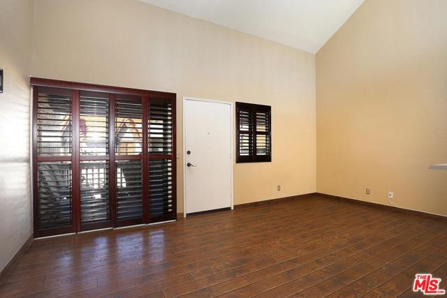 18006 River Circle #8, Canyon Country, CA 91387 (#19435680) :: The Real Estate Offices of Talbot and Watson