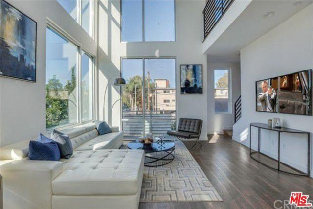 6014 N Beachwood Lane, Hollywood, CA 90038 (#19437522) :: The Agency