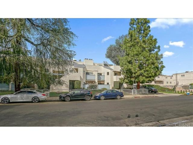 18411 Hatteras Street #110, Tarzana, CA 91356 (#SR19068748) :: The Agency