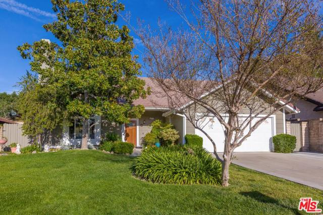 27952 Helton Drive, Saugus, CA 91350 (#19456072) :: The Agency