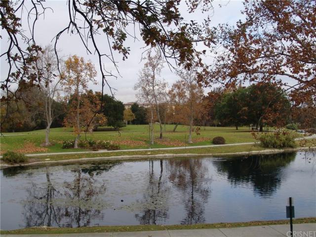 4740 Park Granada #247, Calabasas, CA 91302 (#SR19086844) :: The Fineman Suarez Team