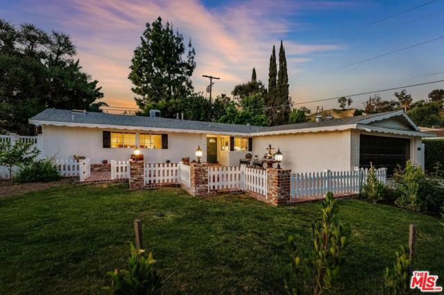 20765 Burbank Boulevard, Woodland Hills, CA 91367 (#19457662) :: Golden Palm Properties