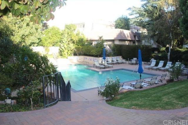 6225 Shoup Avenue #101, Woodland Hills, CA 91367 (#SR19092821) :: Golden Palm Properties