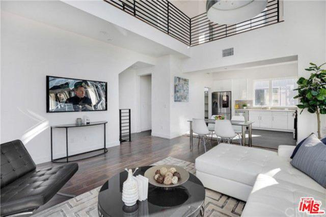 6016 N Beachwood Ln Lane, Hollywood, CA 90038 (#19463504) :: The Agency