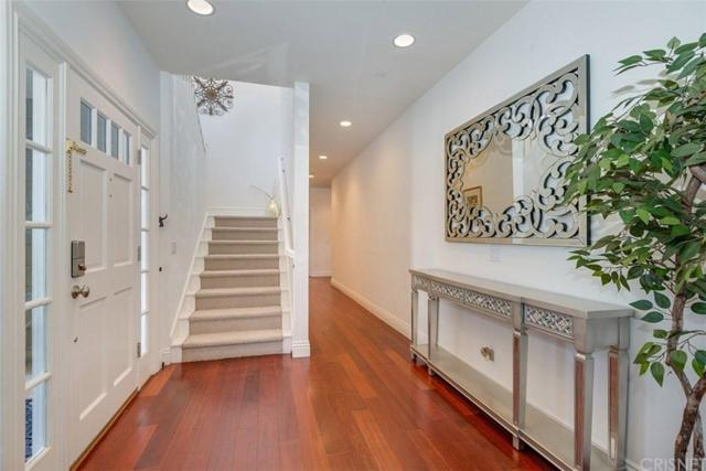 13158 Cheltenham Drive, Sherman Oaks, CA 91423 (#SR19120379) :: Paris and Connor MacIvor