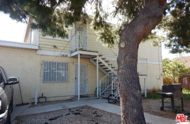 11658 Robin Street, Los Angeles (City), CA 90059 (#19469920) :: Paris and Connor MacIvor