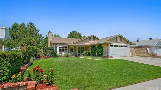 27935 Carnegie Avenue, Saugus, CA 91350 (#SR19131876) :: Paris and Connor MacIvor