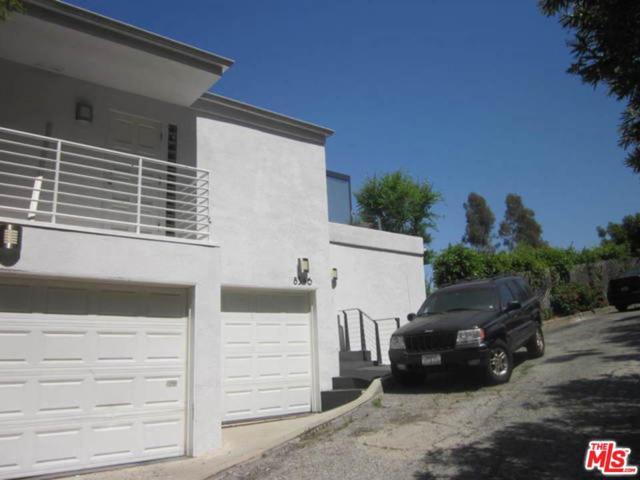 8546 Hillside Avenue, Los Angeles (City), CA 90069 (#19476208) :: Golden Palm Properties