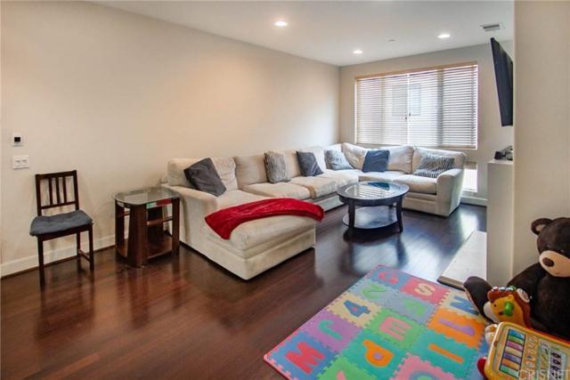 10609 Bloomfield Street #205, Toluca Lake, CA 91602 (#SR19145805) :: Golden Palm Properties