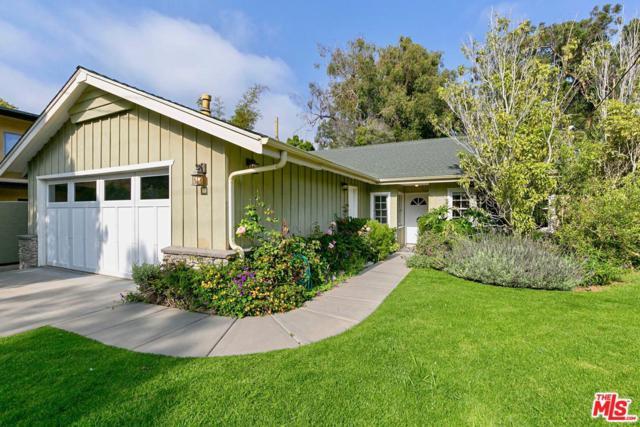 680 N Las Casas Avenue, Pacific Palisades, CA 90272 (#19480412) :: Golden Palm Properties