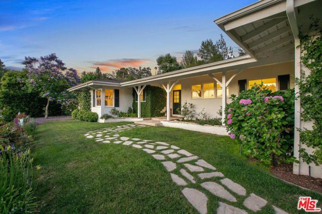4004 Sapphire Drive, Encino, CA 91436 (#19480556) :: Golden Palm Properties