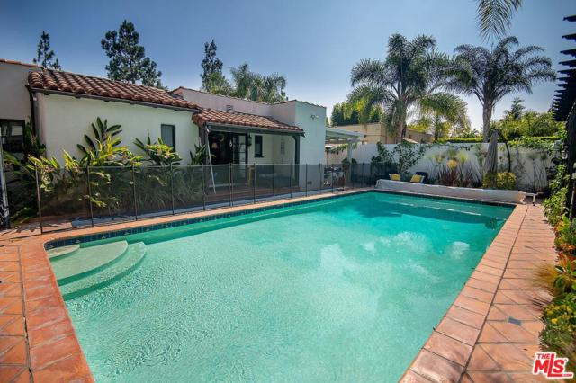 975 Foster Drive, Los Angeles (City), CA 90048 (#19486942) :: The Agency