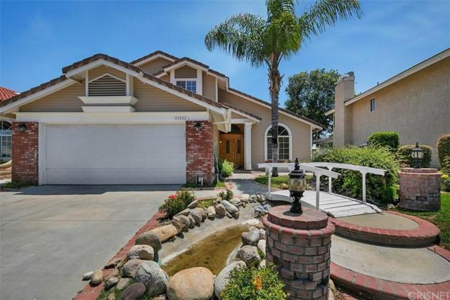 22222 Oxford Lane, Saugus, CA 91350 (#SR19165800) :: The Fineman Suarez Team