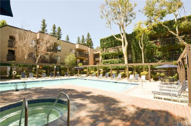 22100 Burbank Boulevard 339D, Woodland Hills, CA 91367 (#SR19169114) :: Paris and Connor MacIvor