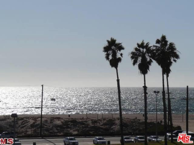 6690 Vista Del Mar G, Playa Del Rey, CA 90293 (#19490172) :: The Fineman Suarez Team