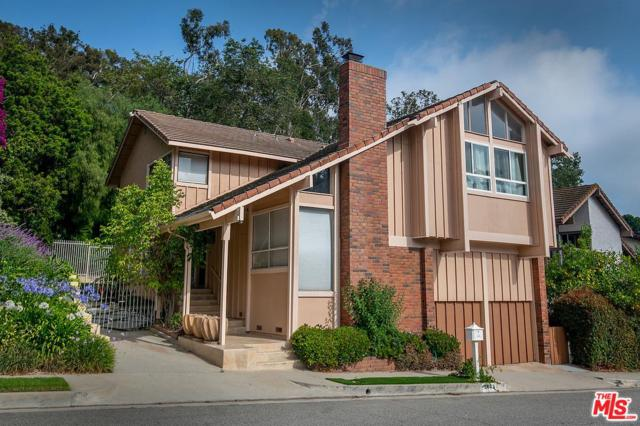 2802 Woodwardia Drive, Los Angeles (City), CA 90077 (#19492934) :: Paris and Connor MacIvor