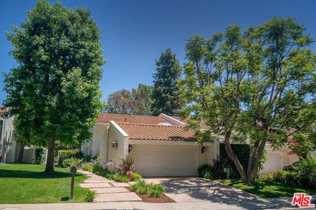 2690 Claray Drive, Los Angeles (City), CA 90077 (#19494336) :: Paris and Connor MacIvor