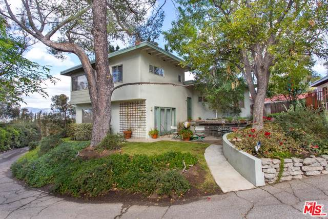 22400 Cass Avenue, Woodland Hills, CA 91364 (MLS #19511154) :: Bennion Deville Homes