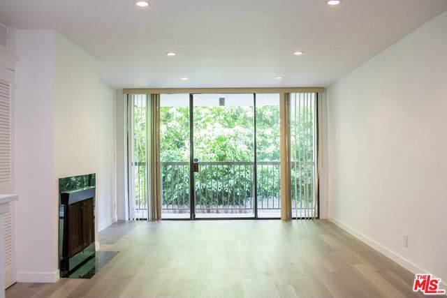 911 N Kings Road #113, West Hollywood, CA 90069 (#19512826) :: Golden Palm Properties