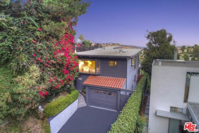 8573 Walnut Drive, Los Angeles (City), CA 90046 (#19513466) :: The Fineman Suarez Team