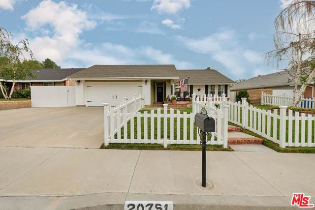 20751 Franwood Drive, Saugus, CA 91350 (#19515526) :: The Fineman Suarez Team