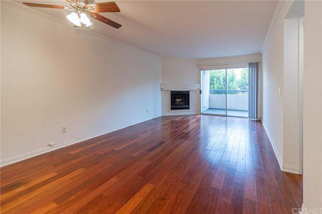 5550 Owensmouth Avenue #113, Woodland Hills, CA 91367 (#SR19240999) :: Golden Palm Properties
