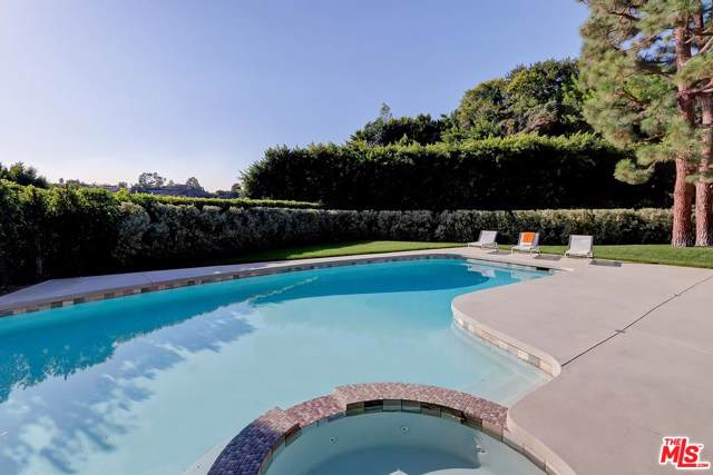 9428 Lloydcrest Drive, Beverly Hills, CA 90210 (#19519742) :: The Agency