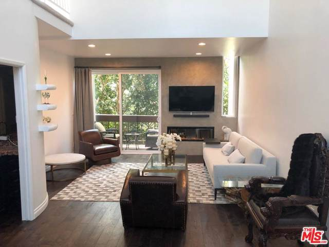 9000 Cynthia Street #402, West Hollywood, CA 90069 (#19520790) :: Golden Palm Properties