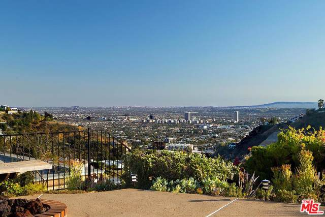 2129 Mount Olympus Drive, Los Angeles (City), CA 90046 (#19513522) :: Golden Palm Properties
