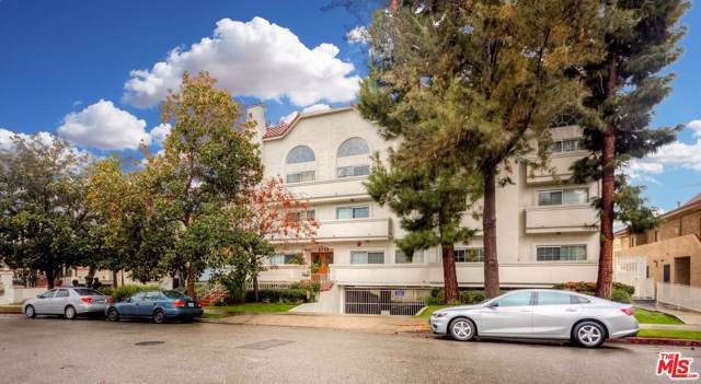 3743 S Canfield Avenue #303, Los Angeles (City), CA 90034 (#19535110) :: Golden Palm Properties