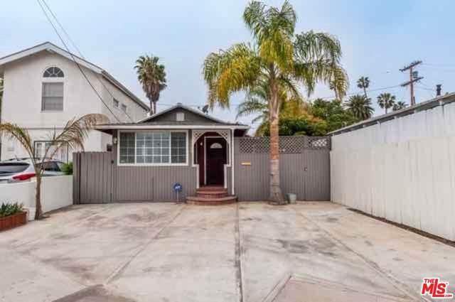 2369 Beach Ave, Venice, CA 90291 (MLS #20-563700) :: The Sandi Phillips Team