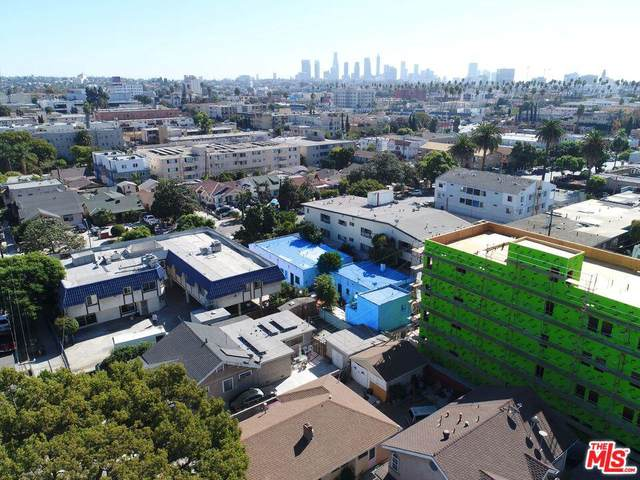 427 N Kenmore Ave, Los Angeles, CA 90004 (MLS #19-524854) :: The Sandi Phillips Team