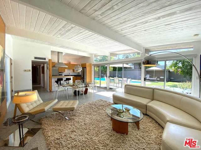 2835 E Plaimor Avenue, Palm Springs, CA 92262 (#19526346) :: Randy Plaice and Associates